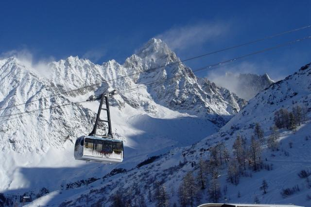 europe-s-most-breathtaking-alpine-cable-cars-aiguille-du-midi-france-auto-europe