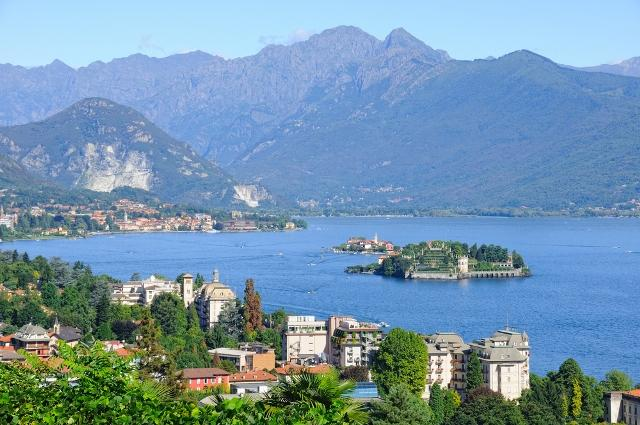 europe-s-most-breathtaking-alpine-cable-cars-stresa-mottarone-italy-auto-europe