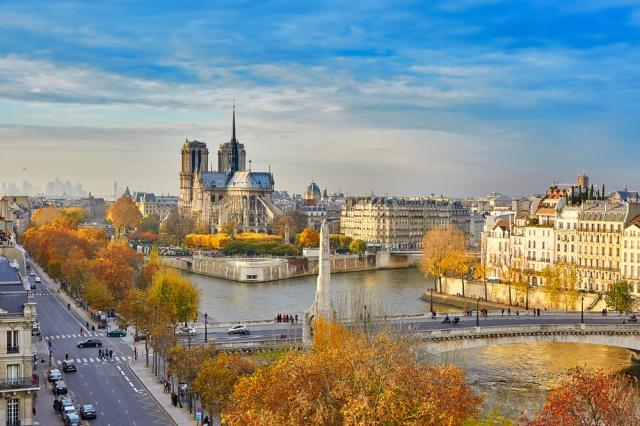 the-best-neighborhoods-to-stay-in-paris-4-th-arrondissement-auto-europe