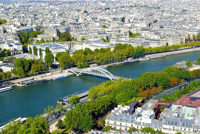 the-best-neighborhoods-to-stay-in-paris-8-th-arrondissement-auto-europe