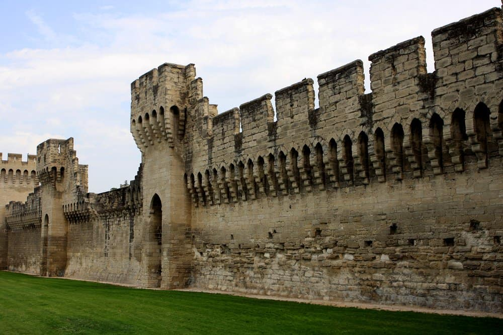 Things to Do in Avignon: Check Out the City Walls