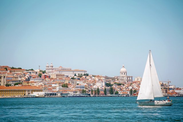 Attractions in Lisbon: Lisbon Boat Tour